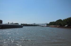 Navigating tows into Peoria lock