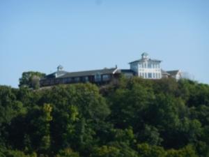 Tara Point Inn & Cottage