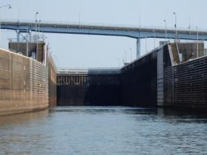 Entering Pickwick Lock