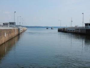 Leaving Pickwick Lock