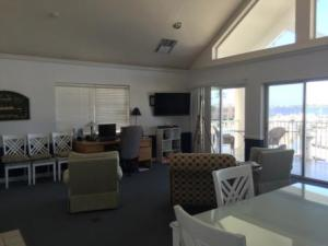 Cruiser's Lounge