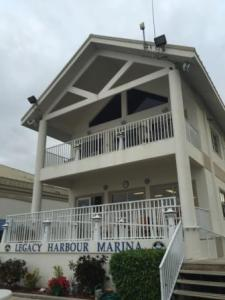 Marina Office & Cruiser's Lounge