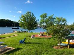 Fire pit and picnic area at Watergrate Marina & Apartments