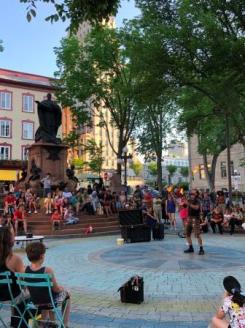 Performer at Place de l'Hôtel de Ville