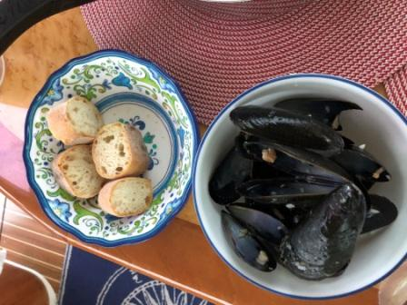 mussels & french bread for dinner