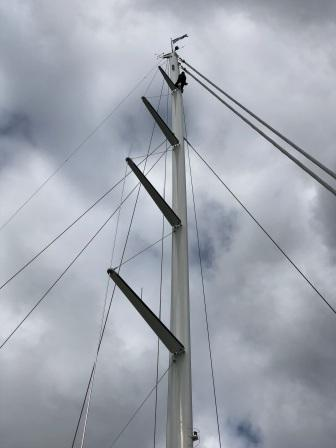 Going up mast of Mia Cara