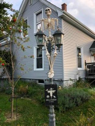 Halloween decorations - Rockland home